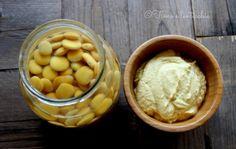 La crema di lupini, sembra una maionese, bella gialla, ma sana, senza uova, solo con questo legume prezioso per la nostra salute.