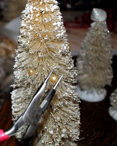 Create some White Pearly Wire brush Trees - The Graphics Fairy