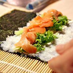 ¿Has probado alguna vez el sushi? ¿A que te encanta? Pues descubre en nuestro blog la receta de cómo preparar #sushi de la manera más sencilla!!