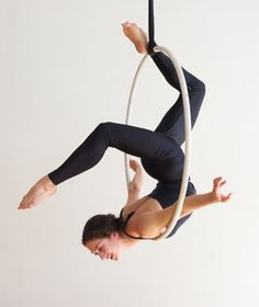 50 Amazing Aerial Yoga Poses For Yoga Lover 2019 - Page 28 of 50 - Chic Hostess Aerial Hoop, Aerial Hammock, Aerial Arts, Aerial Acrobatics, Aerial Dance, Aerial Silks, Lyra Aerial, Pole Dance, Difficult Yoga Poses