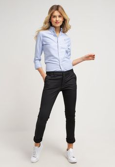 0c9fbac0a925 23 stylish black pants work outfits for women - Pants Outfits
