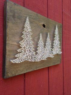 60 Awesome Wall Art Christmas Decor Ideas 37 – Home Design Christmas Tree Painting, Christmas Wall Art, Rustic Christmas, Christmas Projects, Christmas Ideas, String Art Diy, Diy Wall Art, Wall Art Decor, Hilograma Ideas