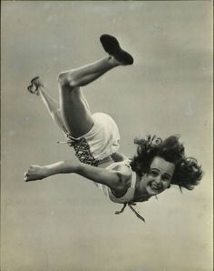 Bonnie smiled for the camera until she realized she had forgotten to put on her parachute. Figure Drawing Reference, Body Reference, Anatomy Reference, Old Pictures, Old Photos, Vintage Photos, Dynamic Poses, Jumping For Joy, Foto Pose