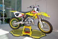 Yamaha Motocross, Motorcross Bike, Motorcycle Dirt Bike, Ktm, Suzuki Dirt Bikes, Mx Bikes, 2 Stroke Dirt Bike, Mx Racing, Vintage Motocross