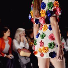 Thassia Naves - Gosto de gente ousada e que faz acontecer! | O vestido aí é prova disso! @patbo_oficial | @rhaiffe #ThassiaNaSPFW #SPFW20A