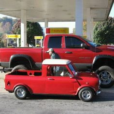 Use to have a mini pick-up just like this with a tuned 1300 in it. Mini Cooper Classic, Mini Cooper S, Classic Mini, Classic Cars, Small Trucks, Mini Trucks, Cool Trucks, Cool Cars, Pick Up