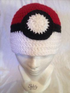Gorro tejido Pokebola by Sahily Crochet $250