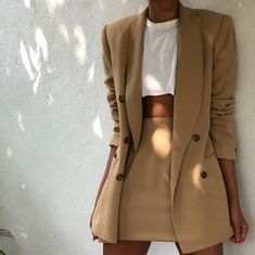 Wearing all beige is really trend this season. That's why I want to show you some beige outfit ideas, so you can get inspired from them. Trend Fashion, Look Fashion, Winter Fashion, Womens Fashion, Holiday Fashion, Ladies Fashion, Tumblr Fashion, Holiday Style, Fashion Ideas