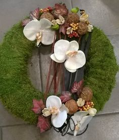 KEGYELET - Florens Virágüzletek Fall Door, Thanksgiving Wreaths, Card Box Wedding, Funeral, Diy And Crafts, Floral Wreath, Flowers, Gifts, Painting