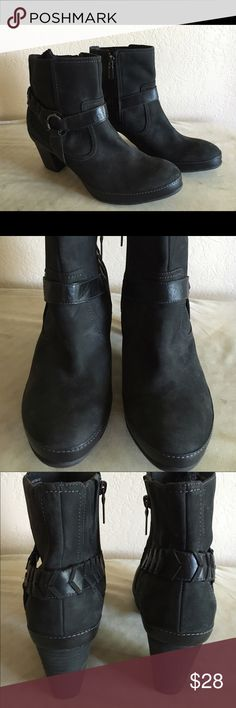 Clark's Artisan Air leather bootie. EUC. Stylish and comfortable Clarks booties. Zipper on interior side, as well as hidden elastic gusset. In great condition. Interior footbed very clean. Clarks Shoes Ankle Boots & Booties