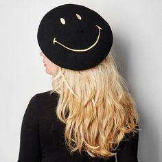 Béret en laine vierge mérinos fabriqué entièrement en France.Quand Smiley, l'icône mondiale du bonheur, rencontre la plus ancienne marque française de bérets...