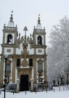 Main church of Vila Real, snowing in the north of #Portugal during the winter.