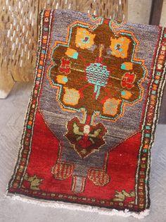 Etsy のTurkish Rug, Vintage Rug, Decorative Faded Rug, Free Shipping 3.6 x 1.8 Handmade Small size Rug, Ethnic Rug, Red Color Rug, Boho Rug(ショップ名:KilimDesignsTR)