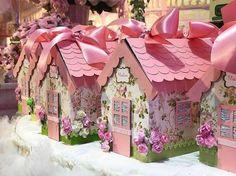 Que fofura de casinhas. #Repost @lubcavalcanti ・・・ As lancheiras da festa. Coisa mais linda e caprichosa @yaminabraga  Delicadas. Girl Birthday, Birthday Parties, Diy And Crafts, Paper Crafts, Doll Party, Paper Flower Wall, Flower Backdrop, Ideas Para Fiestas, Silhouette Cameo Projects