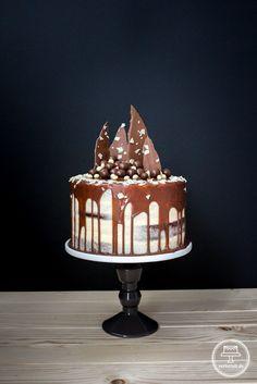 Hier gibt es das Rezept für eine Naked Cake mit ganz viel Schokolade!