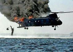 Video of VNAF Chinook's Pilot who jumped out of ditched helicopter after saving his family - Fighter Jets World Military Helicopter, Military Aircraft, Air Show, Vietnam War, Military History, Great Photos, Fighter Jets, Pilot, Pictures