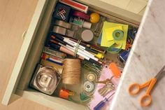 5 Steps to an organized junk drawer in 30 minutes or less.