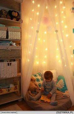 Ωραια γωνια για διαβασμα στο παιδικο δωματιο