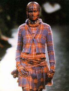 detail, jun takahashi's undercover label. the label was introduced in paris in 2002 under the aegis of rei kawakubo. photo: courtesy undercover the cutting edge: fashion from japan Plaid Fashion, Look Fashion, Fashion Art, Fashion Design, Fashion Women, Ying Gao, Tartan, Jun Takahashi, Rei Kawakubo
