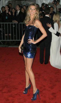 MET GALA: THE BEST DRESSES - Gisele Bundchen In Versace At The Met Ball 2009