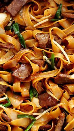 Beef Chow Fun (Beef & Noodles Stir-Fry) Recipe