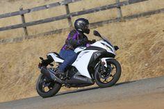 Top 10 Motorcycles for Women Kawasaki Ninja 300 - Motorcycle 2013 Kawasaki Ninja 300, Kawasaki Ninja 250r, Kawasaki Motor, Norton Cafe Racer, Triumph Cafe Racer, Scooter Motorcycle, Motorcycle Design, Modern Cafe Racer, Cafe Racer Build