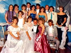 How to Dress for an '80s Prom