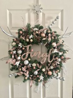 50 Rose Gold Christmas Decor Ideas so that your home tells a Sweet Romantic Story - Hike n Dip Let your Christmas Decoration spell out luxury, elegance & affluence. Here are some Rose Gold Christmas Decor Ideas for you that are simply perfect. Rose Gold Christmas Tree, Rose Gold Christmas Decorations, Xmas Decorations, Beautiful Christmas, Christmas Decoration Store, Elegant Christmas, Rustic Christmas, Homemade Decorations, Primitive Christmas
