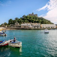 ENGLAND If you fancy a gorgeous getaway to Cornwall, here's our list of 14 incredible places you have to see National Trust, National Parks, St Michael's Mount, Dartmoor National Park, London Tours, Mont Saint Michel, Cornwall England, Back Road