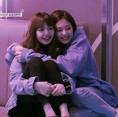 Lisa Blackpink Wallpaper, Bear Wallpaper, South Korean Girls, Korean Girl Groups, Girls Generation, Virtual Girlfriend, Black Pink Kpop, Blackpink Members, Ulzzang Korean Girl