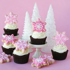 Pink snowflake cupcakes! Love the idea of decorating with a small cookie on top!