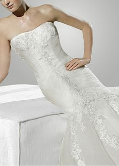 Glamorous Tulle Mermaid Strapless Fit and Flare Wedding Dress With Appliques,Beads and Rhinestones