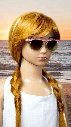 Topmodische Kinder Sonnenbrille aus 100% Kunststoff, perfekter Sonnenschutz mit UV 400. Breite Bügel. CE Normen. One Size.  Mit der Volland förmigen Sonnenbrille ist Ihr Kind optimal vor der Sonne geschützt. Apply For A Loan, Price Increase, Cat Eye Sunglasses, Souvenir, Accessories, Solar Shades, Woman