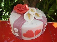 "Mini tarta de fondant ""San Valentín""    www.monicacupcakes.blogspot.com"