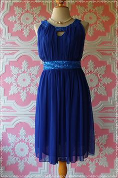 I love this dress :) Maybe a good dress to wear to a wedding!!