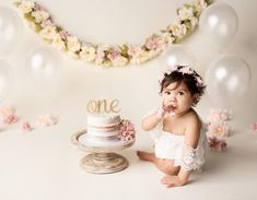 52 Ideas Baby Girl Birthday Cake Smash For 2019 Girls First Birthday Cake, Birthday Girl Pictures, Birthday Ideas For Her, 1st Birthday Cake Smash, Baby Girl Birthday, 1 Year Birthday, Birthday Wall, First Birthday Decorations, Birthday Parties