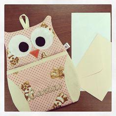 Corujinha porta-cartas: encomenda pronta e a caminho! #coruja #corujinha #cartas #portacartas #cachorrinhos #rosa #carta #cartao #porta #casa #decor #encomenda