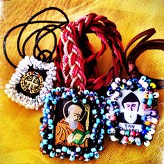 Beaded Scapular Catholic Crafts, Arts And Crafts, Diy Crafts, Heart Of Jesus, Rosaries, Vintage Glam, Mexican Art, Sacred Heart, Crucifix