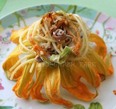 Spaghetti Pasta Vera con fiori di zucca, alici e philadelphia.      By Marisa Malomo    http://blog.giallozafferano.it/loti64/pasta-con-fiori-di-zucca-alici-e-philadelphia/    www.pastavera.it    https://www.facebook.com/Pastavera