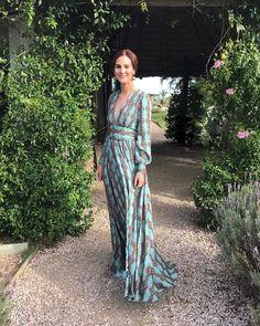 """19.5 χιλ. """"Μου αρέσει!"""", 213 σχόλια - Vic Ceridono - Dia de Beauté (@vicceridono) στο Instagram: """"Wedding day 💙 #leshallots de vestido @dhela e brinco vintage ✨"""""""