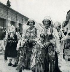 EVL080: Two women from Zadrima in festive dress (Photo: Erich von Luckwald, ca. 1936).