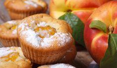 Co si takhle připravit letní osvěžení ke kávě v podobě buchty s broskvemi? Zabijete tak dvě mouchy jednou ranou. Nejen, že spotřebujete úrodu z vaší zahrádky, ale také potěšíte celou rodinu skvělým dezertem. Vybírat můžete dle chuti z pěti rychlých variant. #recept #broskve #buchta #kolac #peceni #babovka #bublanina #ovoce #recipe #peach #bake #cake #fruit Kefir, Treats, Breakfast, Sweet, Food, Tv, Sweet Like Candy, Morning Coffee, Candy
