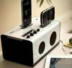This Speaker Dock Will Never Become Obsolete