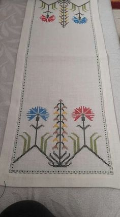 Enhance your stitch repertoire by using overdyed floss to stitch Autumn's glory. Stitch Count: 95 wide x 94 high. Cross Stitch Borders, Simple Cross Stitch, Cross Stitch Designs, Cross Stitching, Cross Stitch Embroidery, Cross Stitch Patterns, Hand Embroidery Patterns, Baby Knitting Patterns, Embroidery Designs