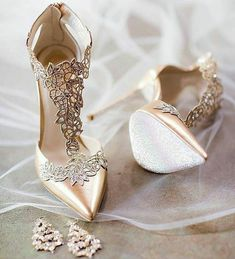 Super Nice pair of bride shoes... I would use daily... Really Love this Beautiful shoes  SLVH ♥♥♥♥