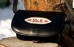 Jagdtasche Sissi (Handstickerei) Sissi, Sunglasses Case, Fashion, Products, Dime Bags, Leather, Moda, La Mode, Fasion