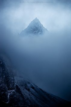 The Mysterious Peak, Machermo, Nepal. Photo by Zolashine Foggy Mountains, Image Blog, Paradise Found, Nature Photos, The Great Outdoors, Wonders Of The World, Photo Art, Natural Beauty, Beautiful Places