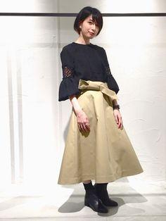 chika yamadaさんの「エンブロイダリーギャザーブラウス(UNITED TOKYO)」を使ったコーディネート