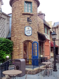 Epcot:  France ~  L'Artisan des Glaces -- ice cream and sorbet shop    Mouseplanet - Walt Disney World Resort Update by Adrienne Vincent-Phoenix