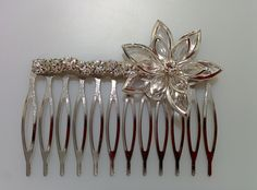Modelo Arminda lateral (1 disponible) #peine #pedreria #vintage #lamoradadenoa #perlas #blanco #peine #novia #boda